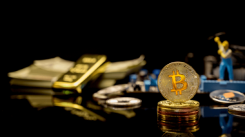 Ray Dalio, the founder of Bridgewater Associates, said bitcoin, with its gold-like properties, is looking increasingly attractive as a savings tool, making it the world's largest hedge fund.